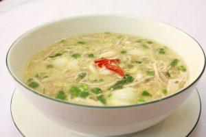 món súp gà thơm ngon bổ dưỡng giúp bé giảm nghẹt mũi.jpg