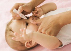 massage mũi giúp bé dễ chịu hơn.jpg