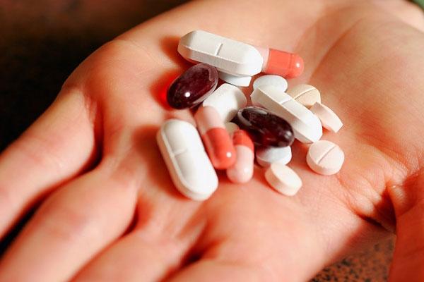 nên dùng kháng sinh theo hướng dẫn của bác sĩ để đảm bảo an toàn.jpg