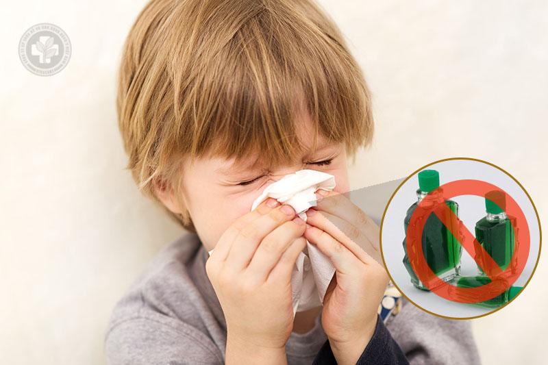 Không nên dùng dầu gió chữa viêm mũi dị ứng cho trẻ em