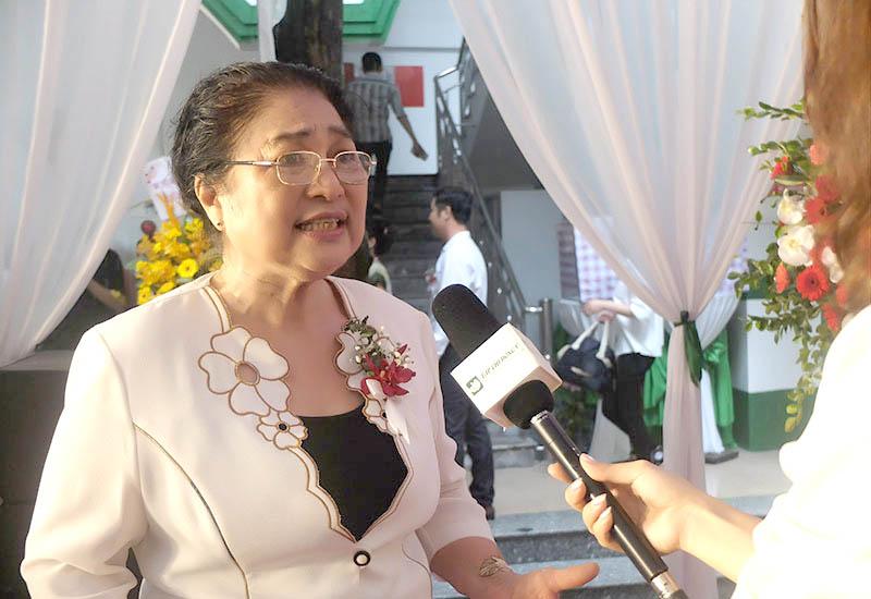 Nghệ sĩ Kim Xuyến trả lời phỏng vấn về hiệu quả chữa viêm xoang tại Quân dân 102