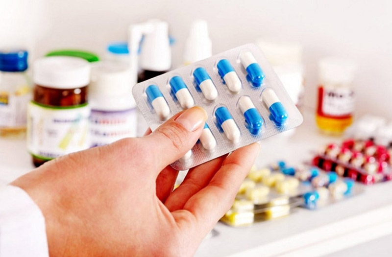 Chữa viêm xoang trán bằng thuốc Tây có hiệu quả nhanh nhưng nhiều tác dụng phụ