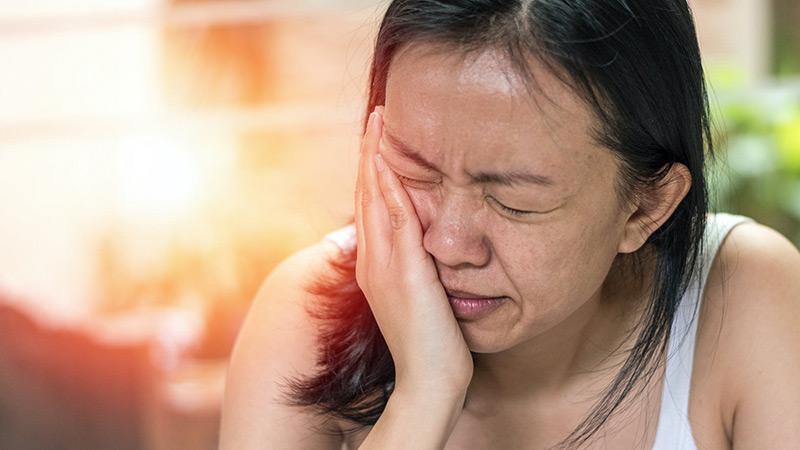 Đau vùng mặt là triệu chứng viêm xoang hàm điển hình